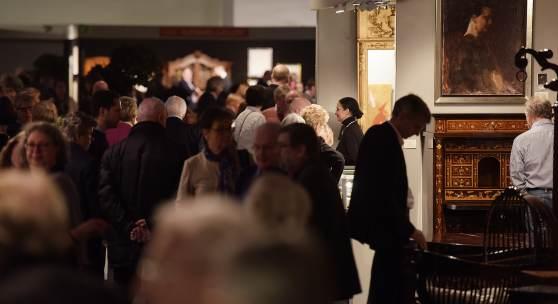 """Rund 2.000 Gäste kamen bereits zur Vernissage am Eröffnungstag der 42. """"Art & Antik"""" in das MCC Halle Münsterland."""