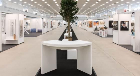 ((Bild ARTe Allee Copyright Christopher Cocks; Bildnachweis: Christopher Cocks)): Kunstlandschaft mit Allee: Das Konzept der ARTe, hier in Sindelfingen, vermittelt Kunst im Erlebnisformat.