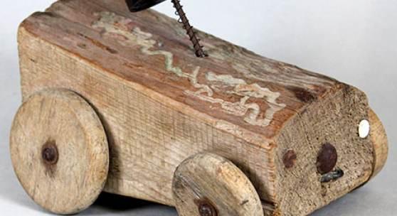1946 wurde auch aus einem Brennholzscheit ein Auto gebastelt.