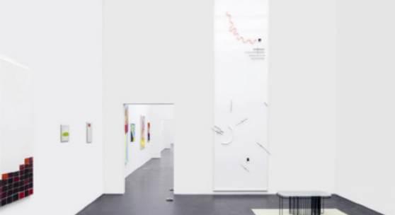 Ausstellungsansicht Jahresausstellung Zentralschweizer Kunstschaffen, 2019, mit Werken von Maude Léonard-Contant und Sereina Steinemann, Foto: Marc Latzel, Courtesy of the artists