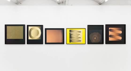 """Verschiedene Fotolithografien auf Epoxydharz-Glasfaser-Gewebeplatte [FR4] """"Yellow Darkroom"""", Fotogalerie Wien, 2018"""