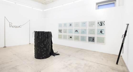 Foto: MONICA BONVICINI. Präsentation anlässlich von Monica Bonvicinis Oskar-Kokoschka-Preis Verleihung 2020. Blick in die Ausstellung. Foto: Anna Lott Donadel, Courtesy the artists und Galerie Krinzinger.