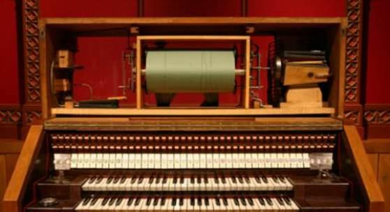 Britannic Orgel Spieltisch offen (c) Museum für Musikautomaten