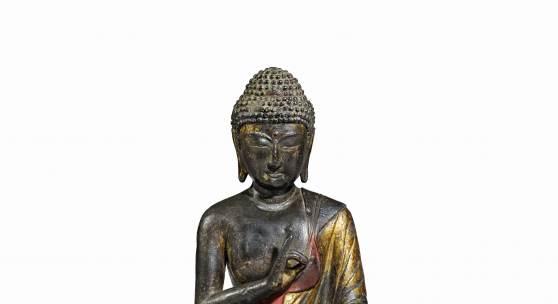 Lot 595 Seltene und bedeutende Figur des Amitabha Buddha China, Königreich Dali, Provinz Yunnan, 12./13. Jh. Bronze, H 29,7 cm Schätzpreis: € 100.000 – 150.000,-