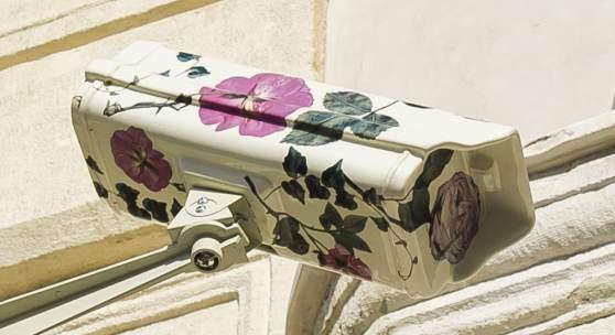 Burçak Bingöl (*1976 in Giresun, Türkei) Follower, 2017   Keramik, Metall 28x30x40 cm  Courtesy die Künstlerin Produziert mit Unterstützung von Zilberman Gallery und SAHA –  Unterstützung von zeitgenössischer türkischer Kunst   Foto: Poyraz Tütüncü