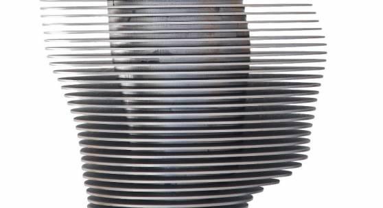 Alfred Haberpointner, Kopf im Kopf, 2018 Stahl rostfrei, 55 x 39 x 27 cm, Monogrammiert, datiert, nummeriert und bezeichnet auf der Unterseite: 1/3 K-NI 2018 AH, Auflage: 3 Stück, 2 artist proofs