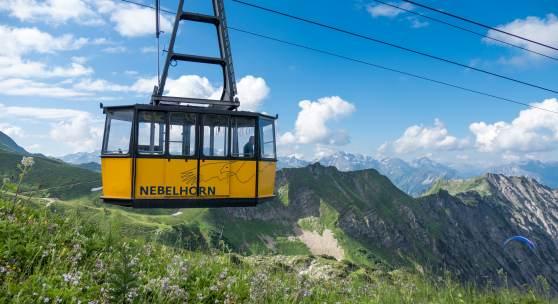 (c) OBERSTDORF · KLEINWALSERTAL BERGBAHNEN Nebelhornbahn mit Sommerpanorama