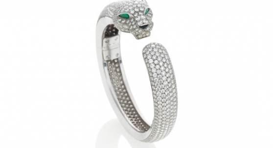 """Cartier """"Massai"""" Diamant-Smaragd-Armspange   Frankreich   Um 1990   770 Brillante1 Onyx   2 Smaragd-Tropfen  Ergebnis: 83.850 Euro"""