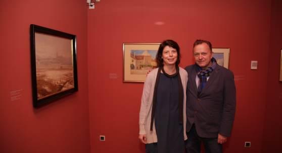 Co-Kuratorin Heidrun Wenzel und Kurator Christian Bauer in der neuen Schatzkammer (c) schielemuseum.at