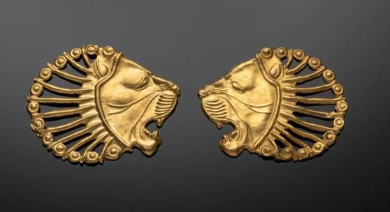 1/3 Gewandschmuck in Form von Löwenköpfen  © Badisches Landesmuseum, Foto: Peter Gaul