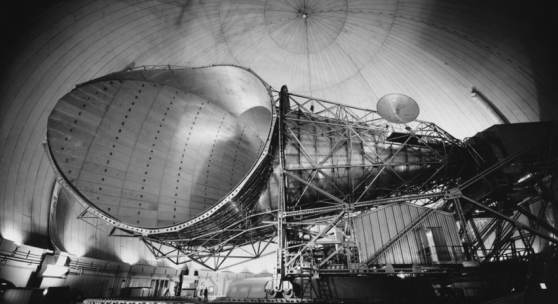 """The big horn antenna, weighing 380 tons, at the earth station at Andover, Maine (…)"", 30.03.1965, Silbergelatinepapier © Sammlung Idylle + Desaster, Bogomir Ecker"