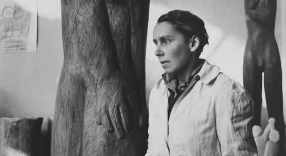Gerda Schimpf, Louise Stomps im Atelier Schillerstraße 21, Berlin 1948, Berlinische Galerie, Foto: Anja Elisabeth Witte, © Gerda Schimpf Fotoarchiv