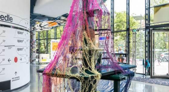"""Jennifer Mattes, """"Bars von Atlantis"""", 2021, Foto: Kunsthaus Graz/M. Grabner"""