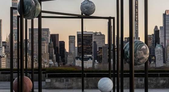 © Courtesy of the artist; 303 Gallery, New York; KONIG GALERIE, Berlin/London; and kamel mennour, Paris/London. Image credit: The Metropolitan Museum of Art, Photograph by Hyla Skopitz