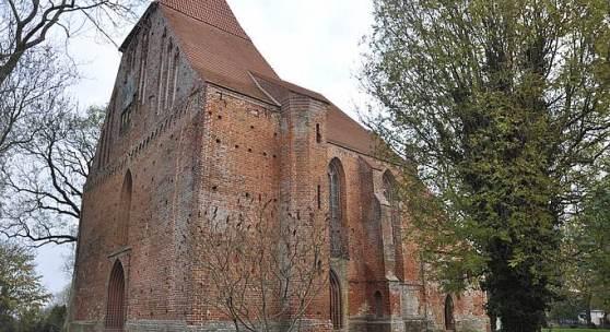 Die dreischiffige Hallenkirche in Groß Mohrdorf © Deutsche Stiftung Denkmalschutz/Siebert