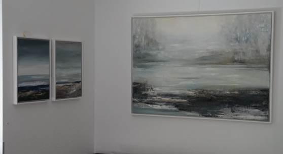 Bild 17: Gabriele Einstein, Niemandsland I, Öl auf Leinwand, 2017, 130&90 cm. Gerahmt in weißer Schattenfugenleiste.2.700 €.