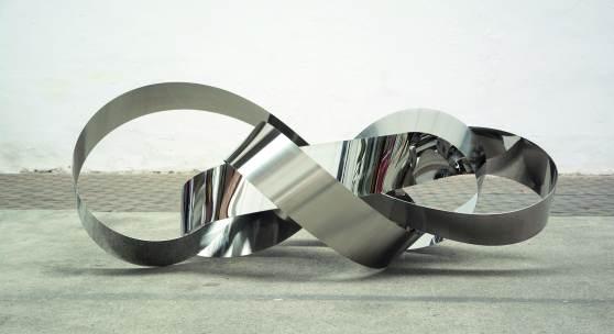 Tomas Hoke, MirrorNeuro/Cloud 1 WV720, 2014, Edelstahl, 190 x 65 x 70 cm