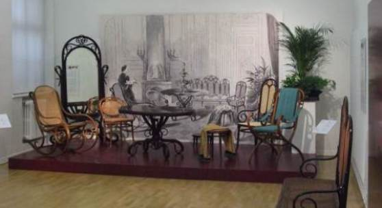 Detail aus der Ausstellung mit Thonet-Möbeln