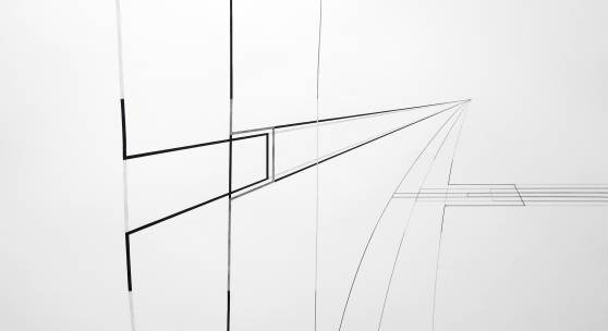 Abbildungen  links: WEITER GERADE AUS, 2018  Bleistift auf Papier, 70 x 100 cm  rechts: Richtung wechseln, 2018 Bleistift auf Papier, 100 x 70 cm  unten: Schwerkraft blau, 2018 Acryl auf Papier, 70 x 50 cm