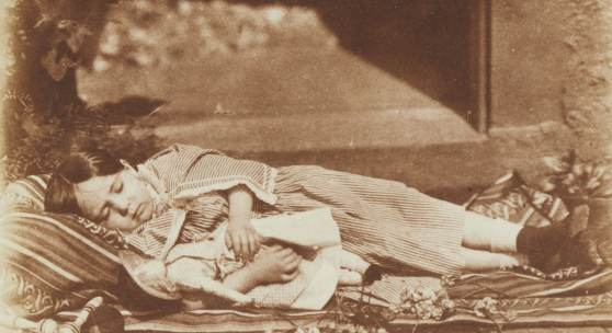Esther and her Doll - schlafendes Mädchen mit Puppe, um 1845, Kalotypie (c) David Octavius Hill