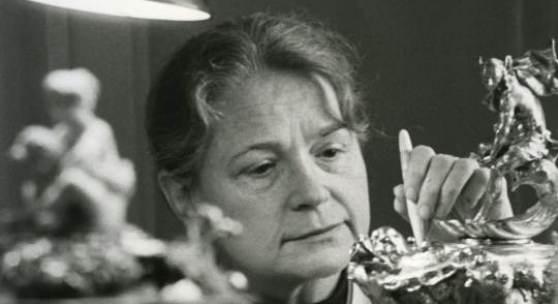 Eva Herzog in der Restaurierungswerkstatt des Grünen Gewölbes Anfang der 70er Jahre, Foto: Grünes Gewölbe