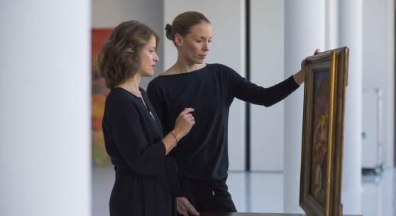 Expertinnen vl Julia Hausmann und Bettina Becker bei der Begutachtung 2015