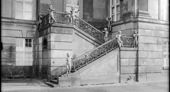 So soll es wieder werden: Historische Aufnahme der Puttentreppe des Potsdamer Stadtschlosses. Foto: SPSG