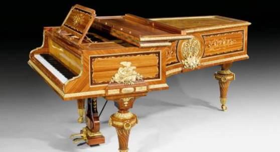 Mobel Und Dekorationen Louis Xv Stil Prunkfugel Klavier Auktion
