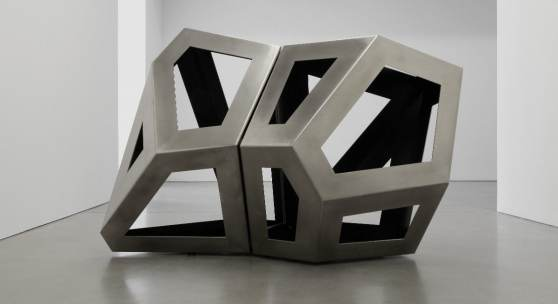 Richard Deacon, Fourfold Way CD Modell, 2021, stainless steel, 160 x 145 x 240 cm   63 x 57 x 94 1/2 in (above).