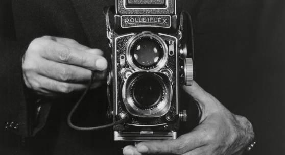 Fritz Eschen, Selbstporträt mit Rolleiflex, um 1960, © Berlinische Galerie, Repro: Anja E. Witte