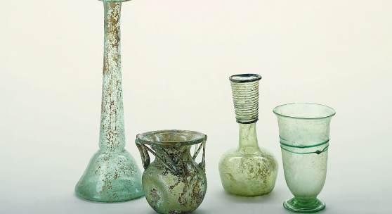 <p>Die Sammlung r&ouml;mischer Gl&auml;ser im Gustav-L&uuml;bcke-Museum. Bildmaterial: www.hamm.de</p>