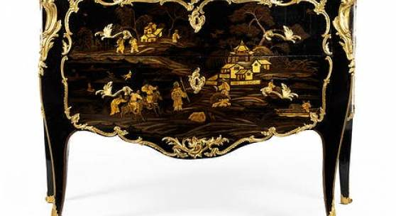 26 Hochwertige Louis XV-Vernis Européen Kommode  86 x 131 x 57 cm.  Gestempelt: Louis Foureau (Meister ab 27. November 1755) und JME.  Paris, um 1750 – 1760.  Katalogpreis € 95.000 - 120.000