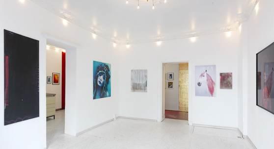 """Ausstellungsansicht """"Edith Held & Katharina Schnitzler - LOOK AT THE BIRDS"""""""