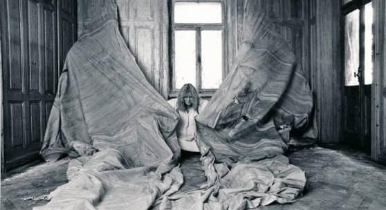 Heidi Bucher, Ablösen der Haut II - Herrenzimmer, 1979, The Estate of Heidi Bucher, Photo: Hans Peter Siffert