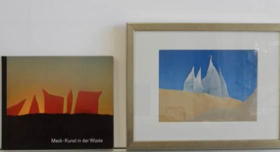 """Bild 25: Heinz Mack, Sahara, Sand, Offset und Buch """"Kunst in der Wüste"""", Auflage ca. 300 Ex.; 1972; 26&21 cm. Buch Exemplar Nr. 1040.Gerahmt mit Passepartout und silberner Holzleiste. 320 €"""