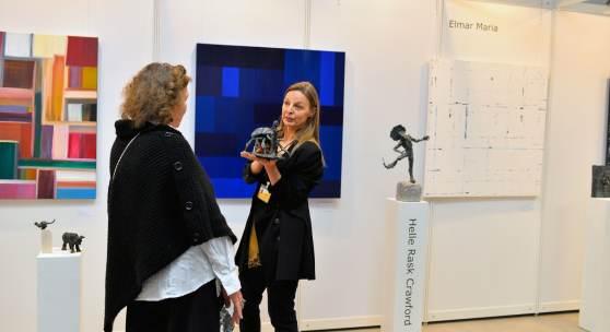 ((Bild Helle Rask Crawford K2, Bildnachweis: Messe Sindelfingen)): Bronzeskulpturen mit starker Symbolkraft fertigt die dänische Bildhauerin Helle Rask Crawford, Mitglied des Kunstvereins K2.