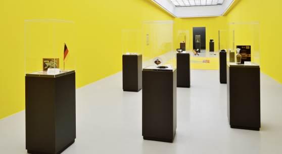 Henrike Naumann »2000 – Mensch. Natur. Twipsy.«, 2019 Installationsansicht Kunstverein Hannover Foto: Raimund Zakowski