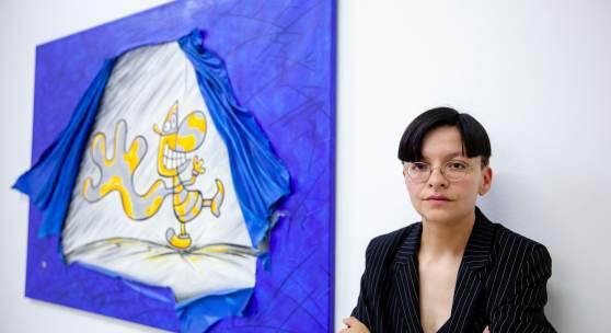 Henrike Naumann in ihrer Ausstellung »2000 – Mensch. Natur. Twipsy« im Kunstverein Hannover Foto: China Hopson