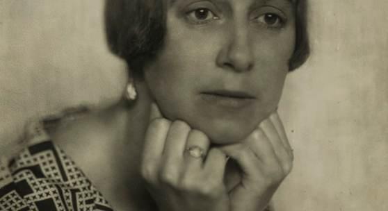 Nini & Carry Hess: Frauenporträt (»Astrologin«) 1920-1930, Berlinische Galerie, Foto: Felix Jork/Berlinische Galerie