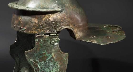 Römischer Infanteriehelm aus Bronze vom Typ Weisenau, 1. - 2. Jhdt. Zuschlag: 105000 Euro