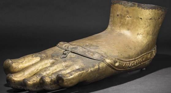Fuß von Monumentalstatue Buddhas, Tibet, 17./18. Jhdt. Zuschlag: 170000 Euro