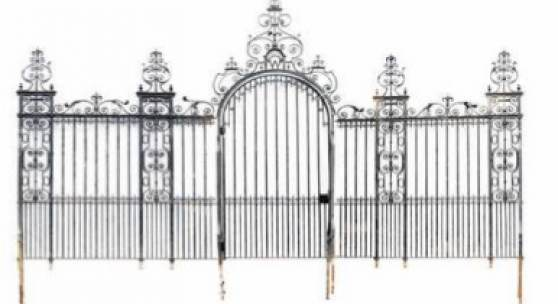 Highlight of the sealed bit part of the sale were the historic gates which used to be part of the 5th Earl of Warwick's wife's estate.