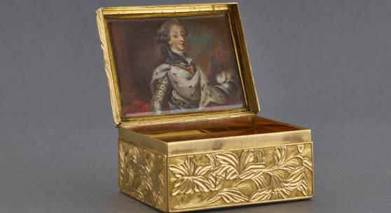 Höfische Geschenktabatiere, wahrscheinlich Skandinavien, um 1760 Foto: Tom Gundelwein / Stiftung Saarländischer Kulturbesitz