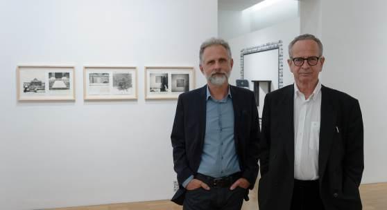 Kurator Günther Holler-Schuster mit Richard Kriesche, Foto: Universalmuseum Joanneum/N. Lackner