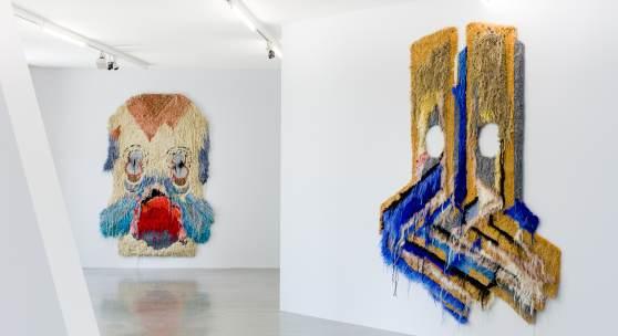 """Ausstellungsansicht """"Caroline Achaintre. Dauerwelle"""" Foto: kunst-dokumentation.com, Manuel Carreon Lopez; © Belvedere, Wien"""