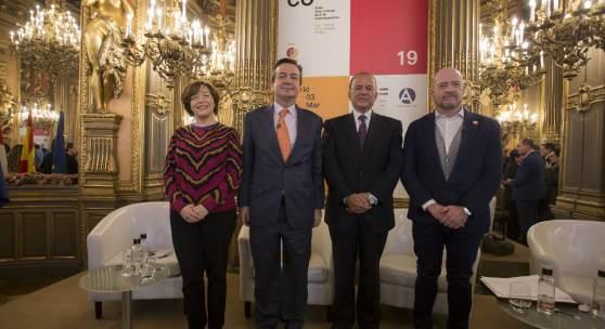 Caption (from left to right): Maribel López, ARCOmadrid Co-director; Eduardo López-Puertas, Managing Director of IFEMA; Claudio de la Puente Ribeyro, Ambassador of Peru in Spain and Carlos Urroz, ARCOmadrid Co-director
