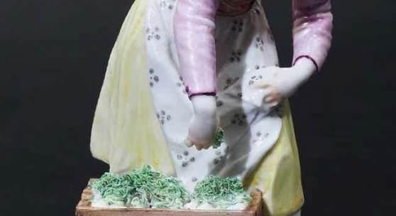 """Figurine, """"Eiergretl"""". NYMPHENBURG um 1775. Modell von Bustelli um1758. Mindestpreis:1.900 EUR"""