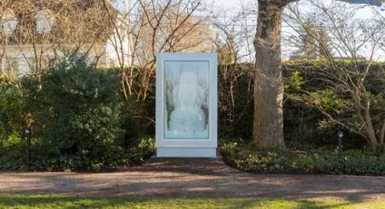 Abbildung: Fischli/Weiss, Snowman, 2016, Kupfer, Aluminium, Glas, Wasser, Kühlsystem, 218 x 128 x 165 cm, Fondation Beyeler, Riehen/Basel; Foto: Pati Grabowicz