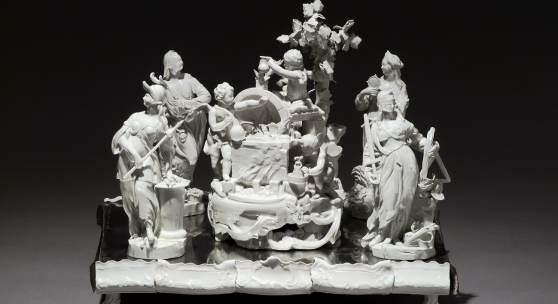 Tafelaufsatz aus dem Stift Zwettl, Allegorie der Porzellanerzeugung mit den vier Kardinaltugenden, Wien, vor 1769 Ausführung: Kaiserliche Porzellanmanufaktur Wien Porzellan, glasiert © MAK