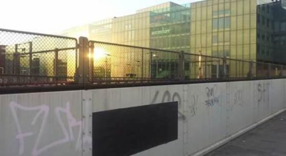 2000 Black Posters in Basel: Kunstaktion von Santiago Sierra im öffentlichen Raum